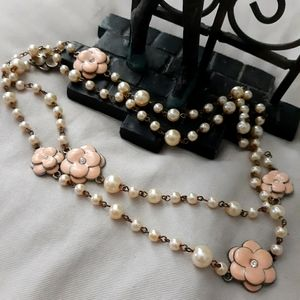 { Pearl necklace }